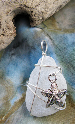 Small starfish pendant
