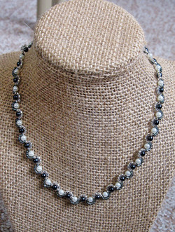 Harlequin pearl necklace