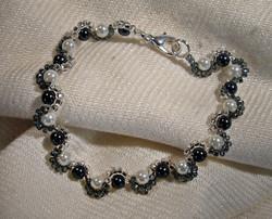 Harlequin pearls bracelet