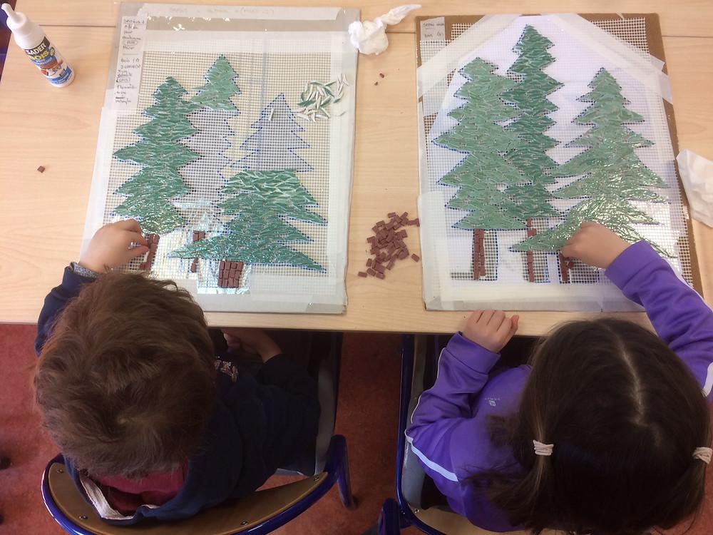 Une forêt de mélèzes...#fresque mosaique à l'école