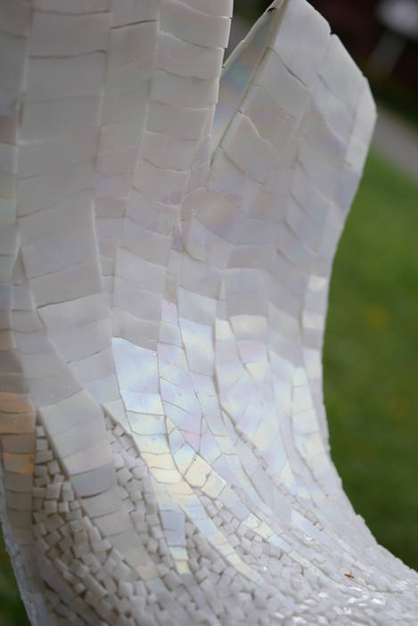 détail bébé phoque, mosaiique sculpture de verre