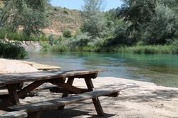 Merendero_en_el_río