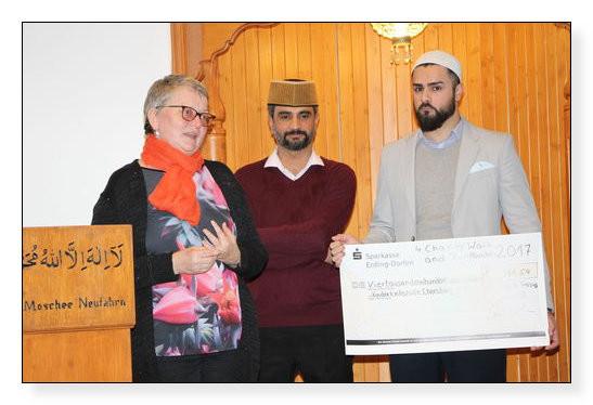 Ahmadiyya-Gemeinde München spendet erneut an die Kinderkrebshilfe Ebersberg e.V.