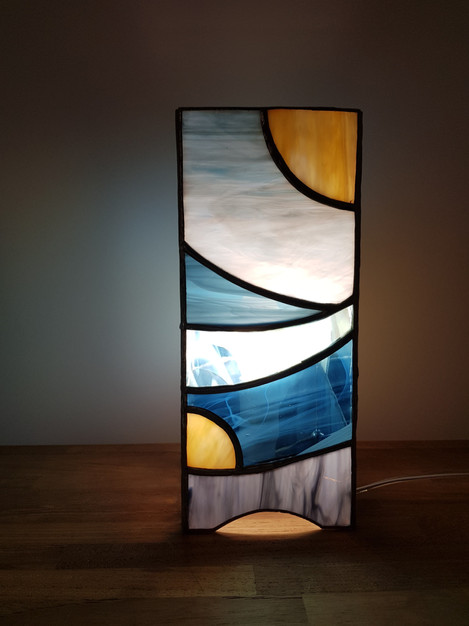 Lampe vitrail tiffany lune dorée