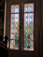 Belle fenêtre avec vitraux