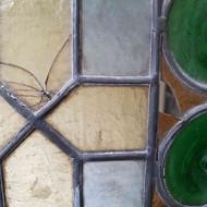 Verres cassés sur vitrail