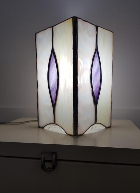 Lampe vitrail tiffany flameche parme