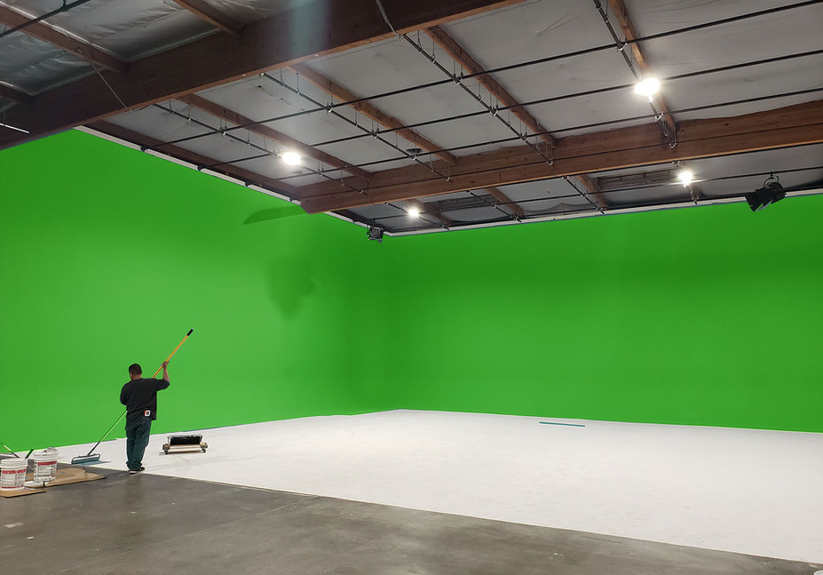 green-screen-with-grid-los-angeles-light