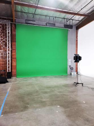 green_screen_large_30-feet2.jpg