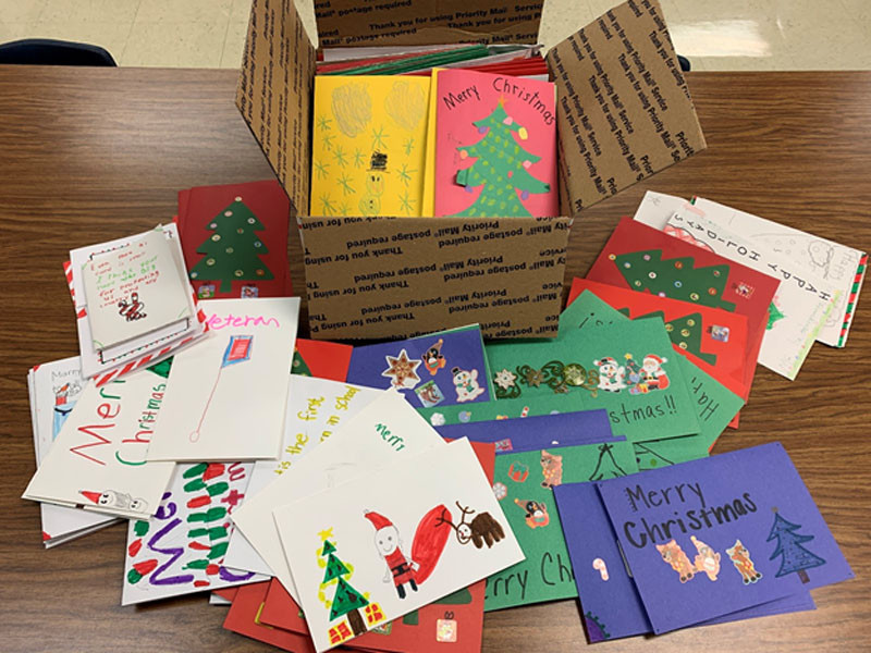 Chatham Elementary students create cards for military members