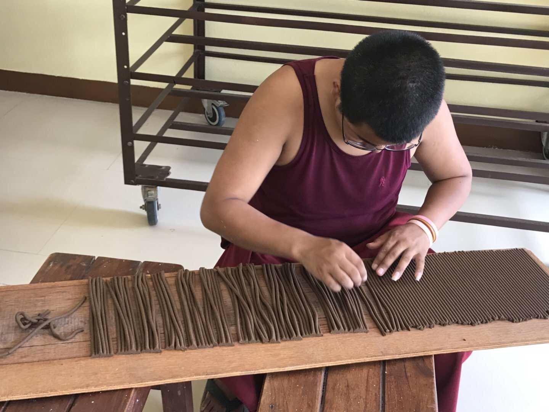 Arranging incense