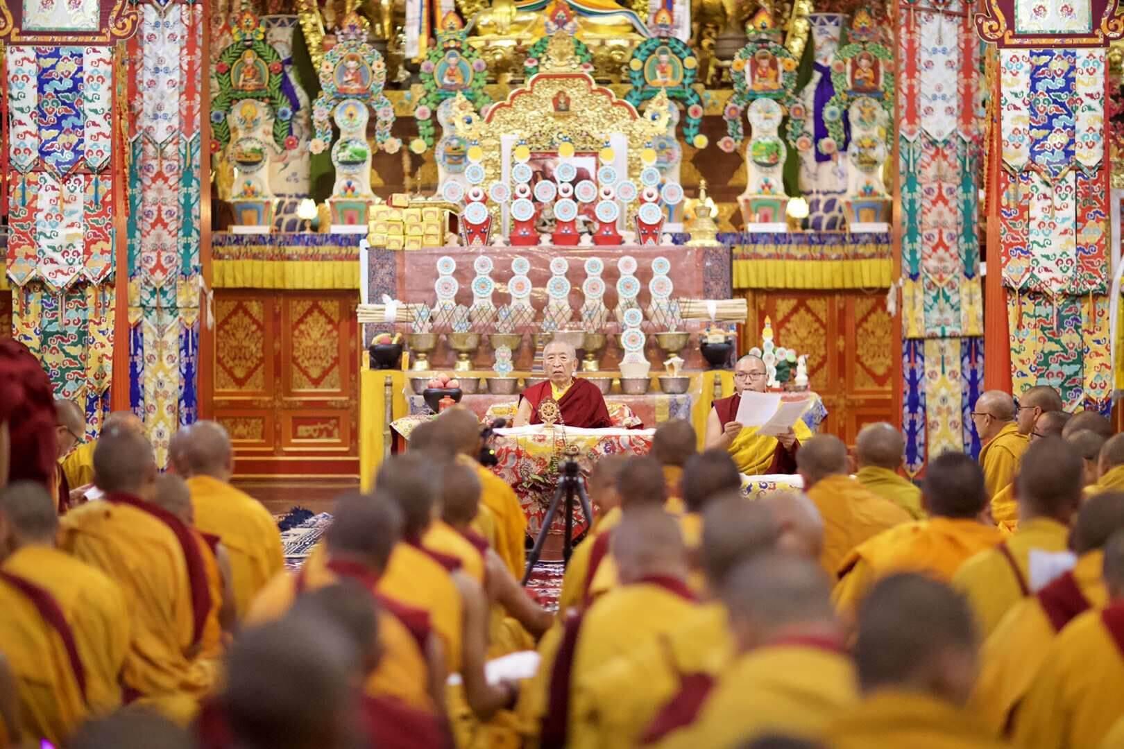 Rinpoche gives talk to retreatants