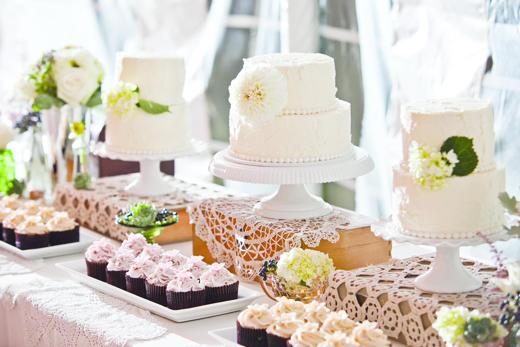 Wedding Wednesday   Cake vs Cupcake War   Michigan Wedding ...