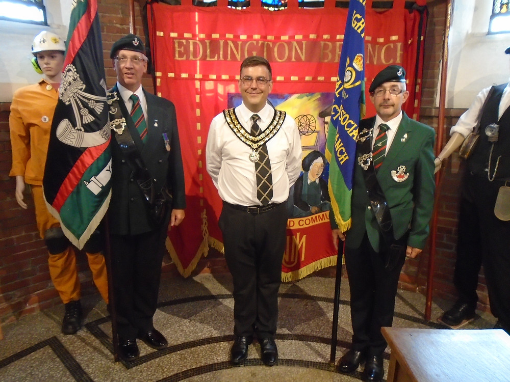Mayor of Edlington with Regimental Association Standard Bearers