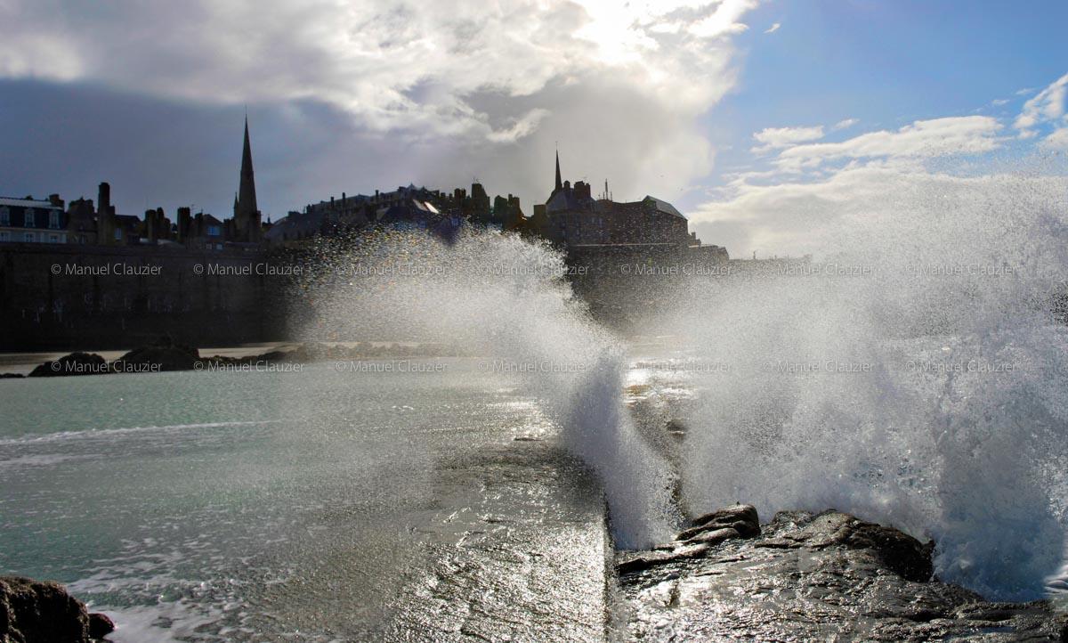 Sauts d'eau sur Saint-Malo