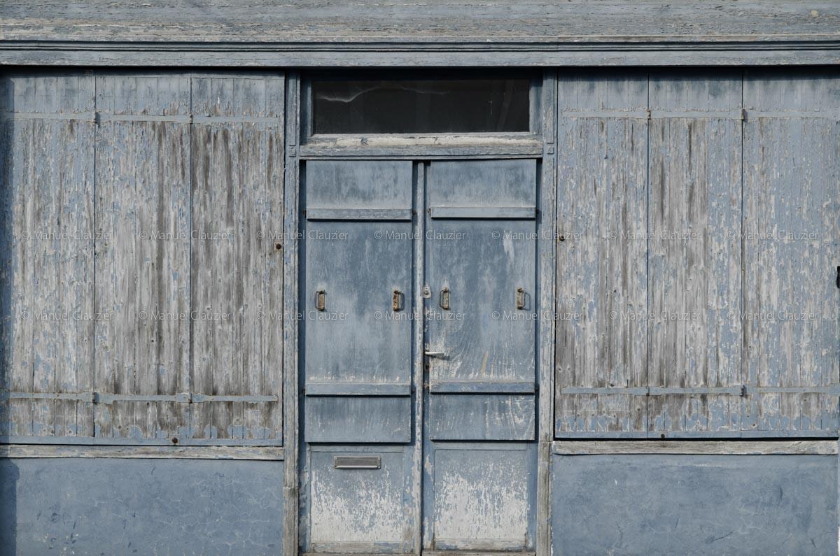 C'est une porte bleue. Saint-Malo