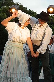 Vallée de l'Ouche Bourgogne Costume traditionnel coiffe jupon ceinture flanelle pantalon coutil lin
