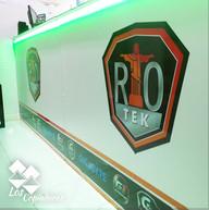 Riotek_Store_Adesivagem_Logo_Fachada_de_