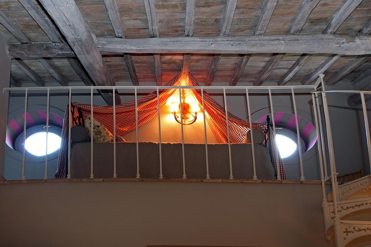 chambre framboise mezzanino 1.JPG
