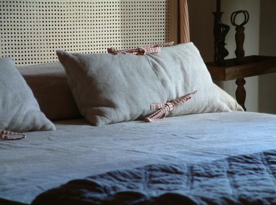 particolare letto chambre framboise.JPG