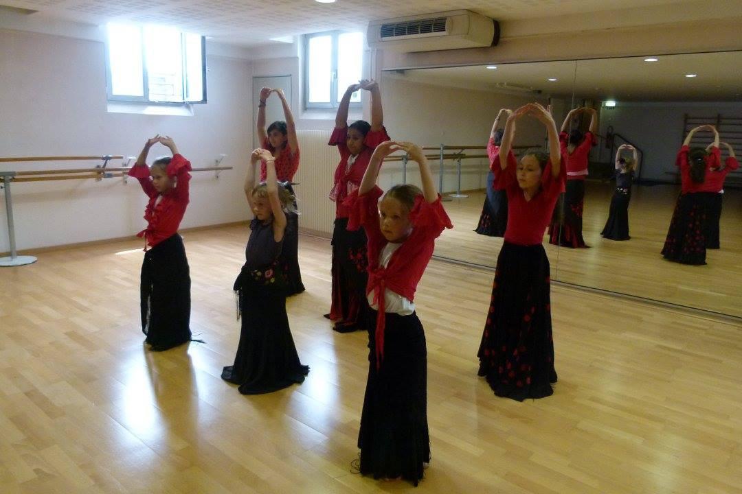 Cours de flamenco enfants au CSC l'Escal
