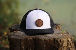 casquette noire et blanche plok