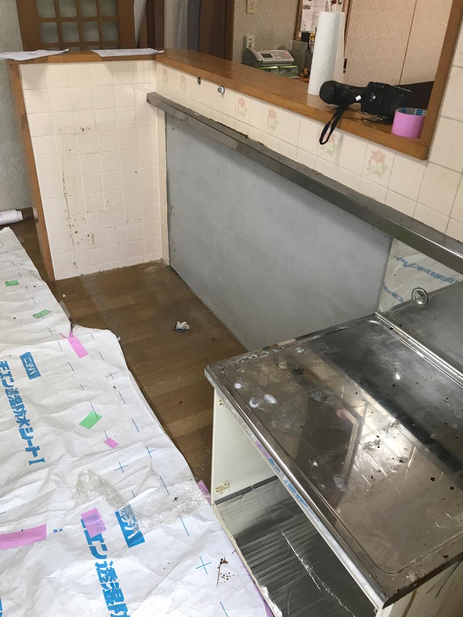 取り外されたキッチン