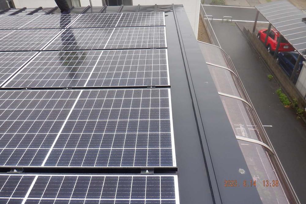 太陽光発電とプチリフォームでテラスを設置致しました。