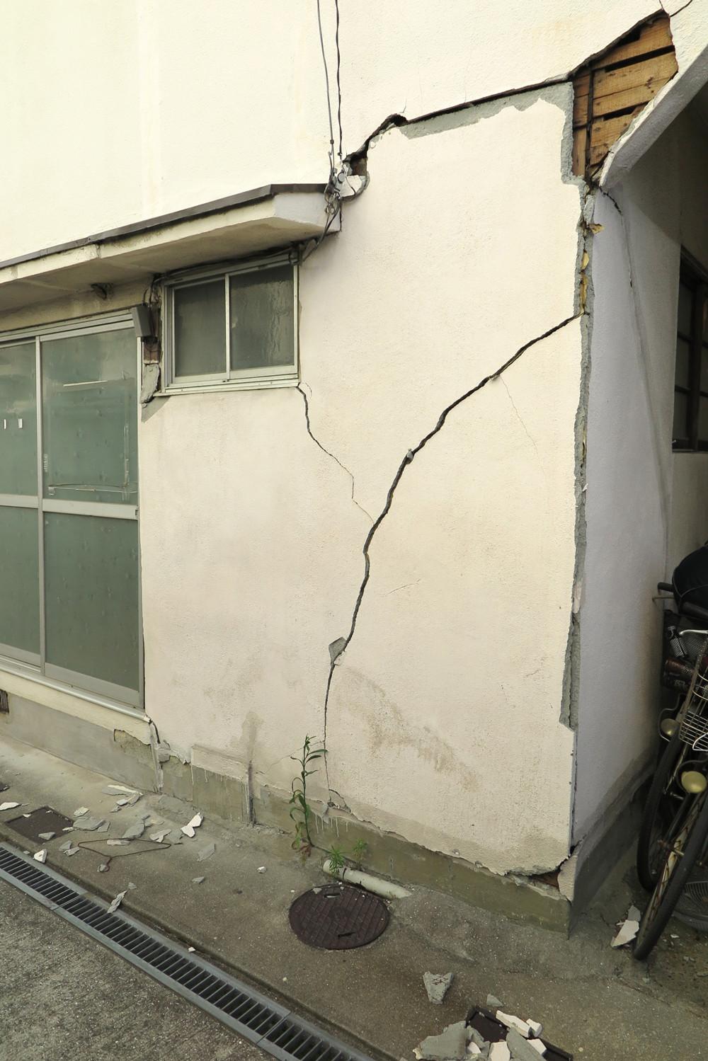 外壁ひび割れの原因と対策