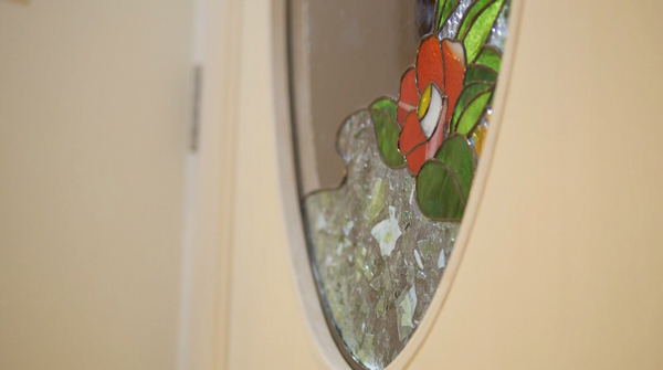 長崎特産の椿をあしらったインテリア