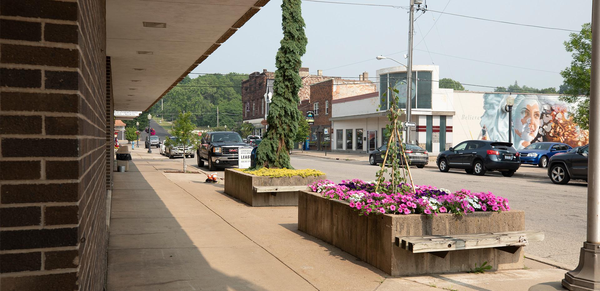 Franklin-Square-Exterior-Sidewalk.jpg