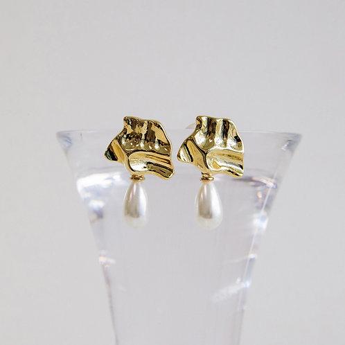 zudritt metal wrinkle with tear drop pearl earrings