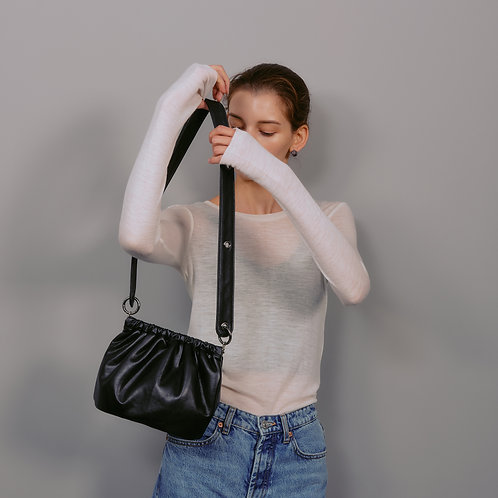 egg bag S lambskin - black