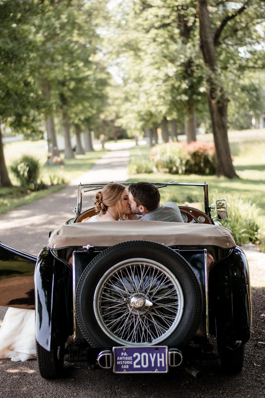 vintage car, bride and groom, wedding photographer