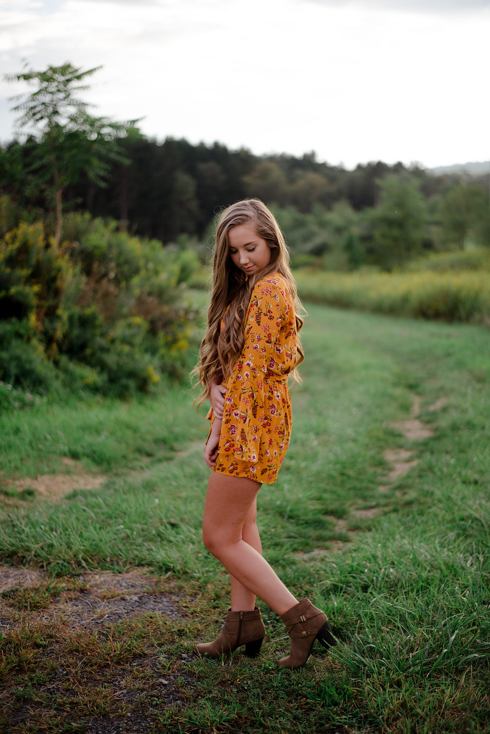 outdoor, field, rustic, Central PA senior photographer