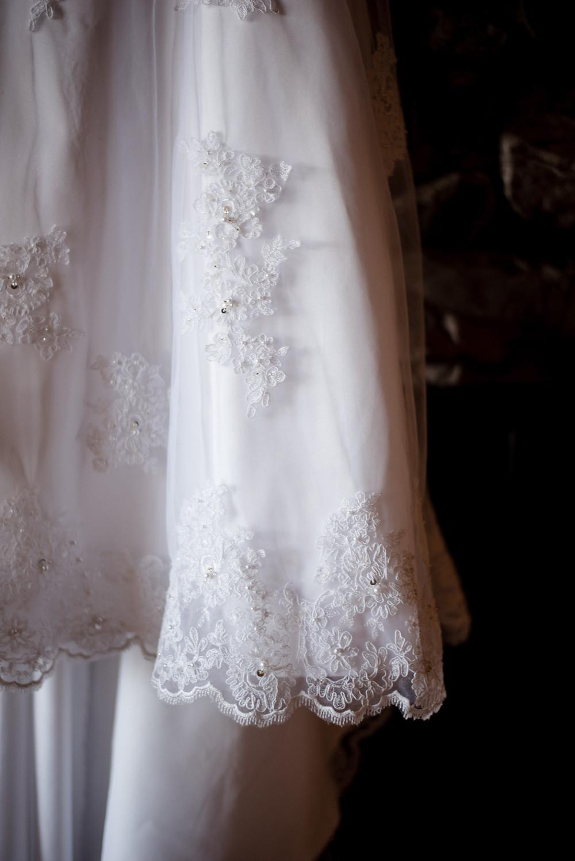 lace wedding dress, wedding details, wedding photographer