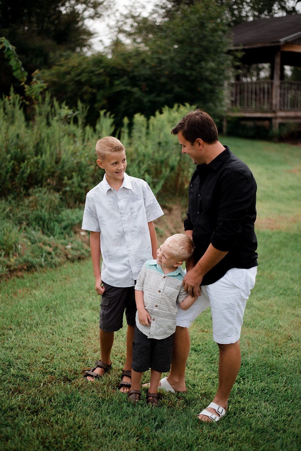 casual father and sons, family candid, Pennsylvania family photographer