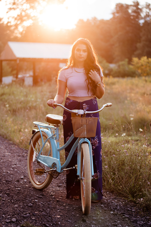 senior session, sunny, senior poses, senior portrait, senior portrait photographer, golden hour, vintage bike