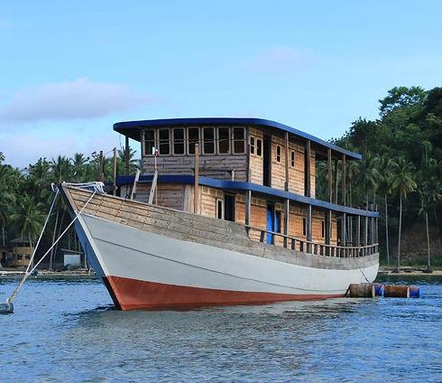 nomad boat copie.jpeg