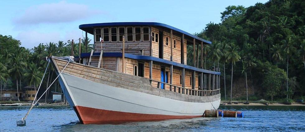 nomad boat copie 2.jpeg