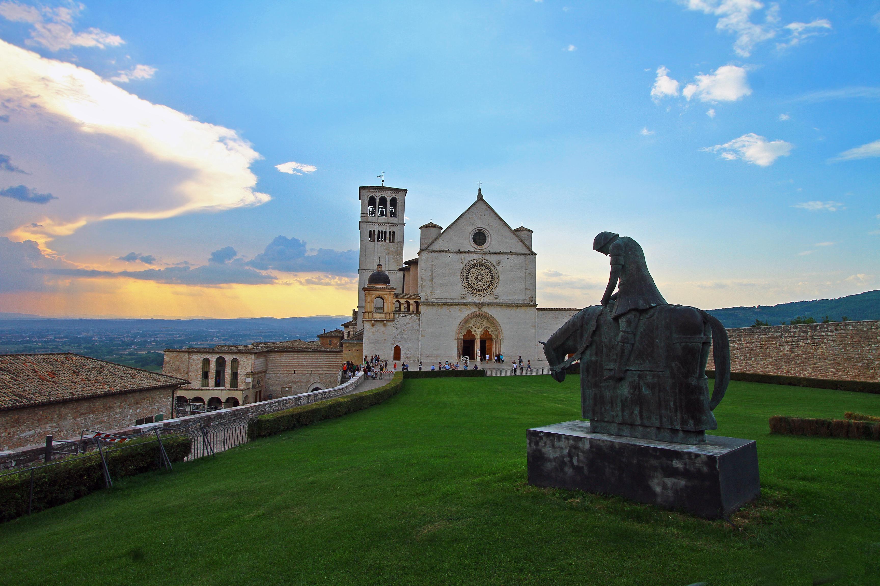 Assisi - shutterstock_1102337996