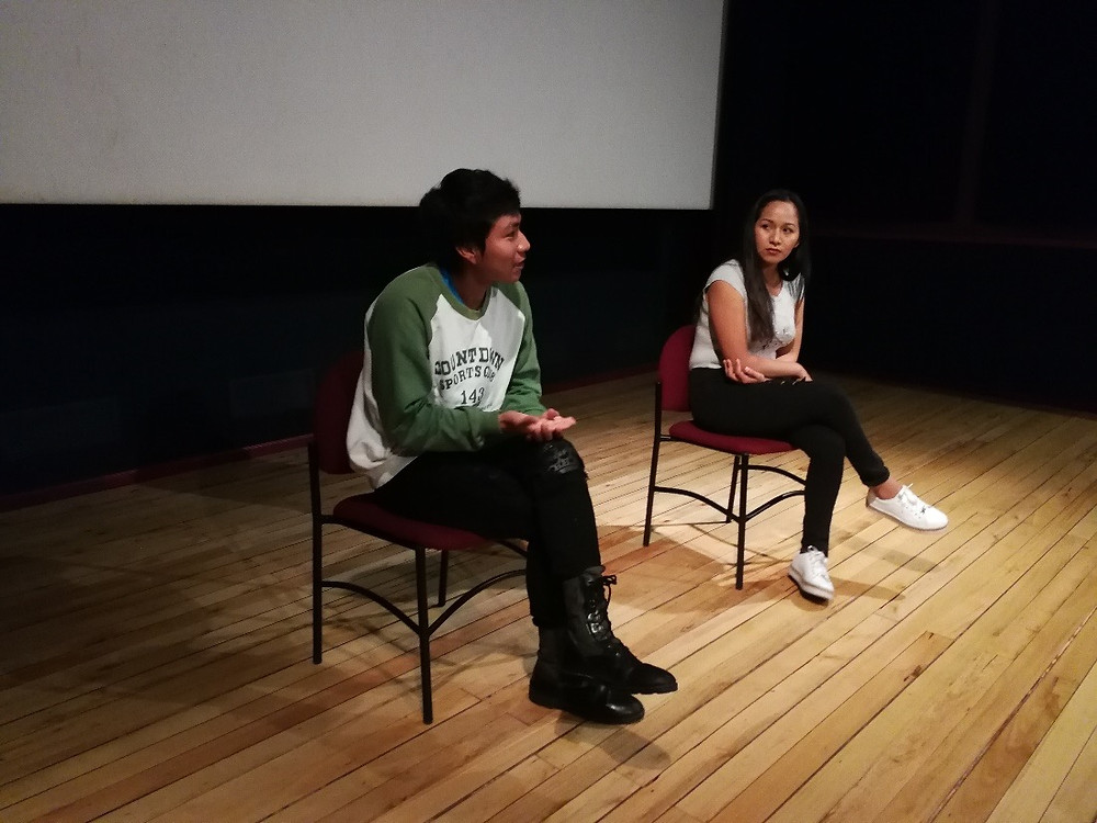 Estudiantes dialogan