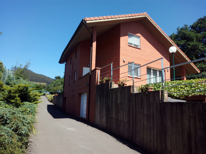 Fachada lateral, entrada Casa