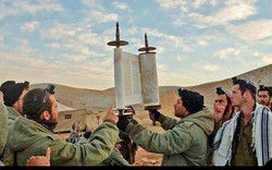IDF soldiers praying before battle