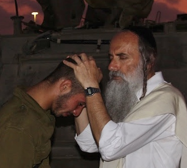 Rabbi Lazer Brody blesses soldier