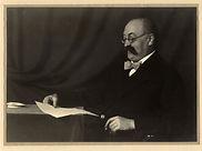 Heinrich Schenker seated, c. 1919 (OJ 72