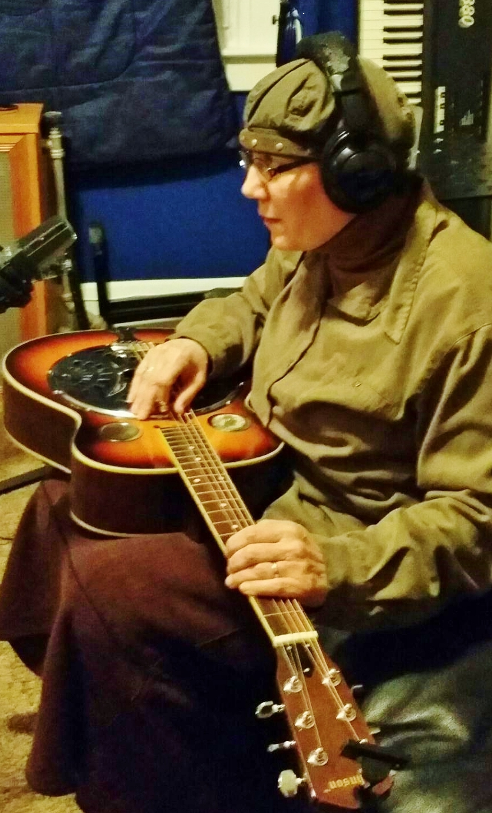 Shalomis on slide guitar