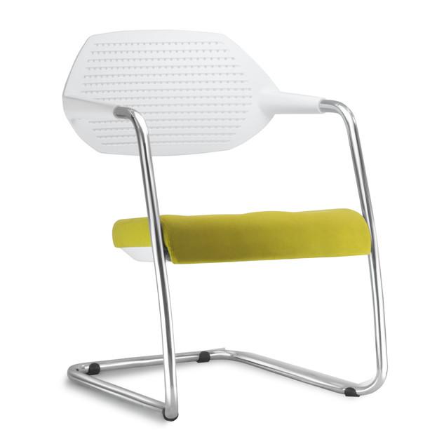 Cadeira Flex assento estofado e encosto branco