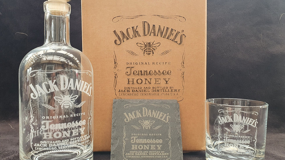 Jack Daniel's Honey decanter gift box set can be personalised