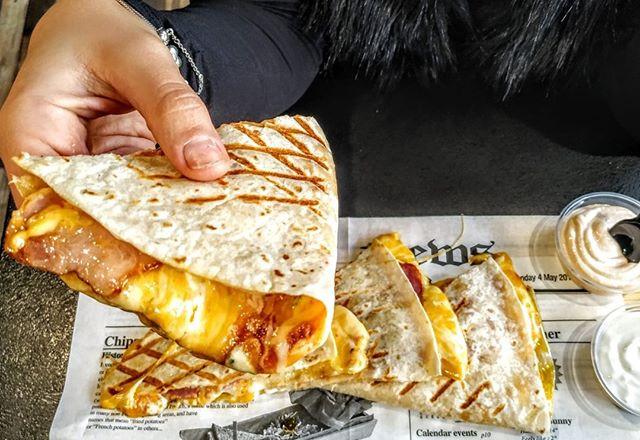 Jednu quessku so slaninou por favor 🥓🧀